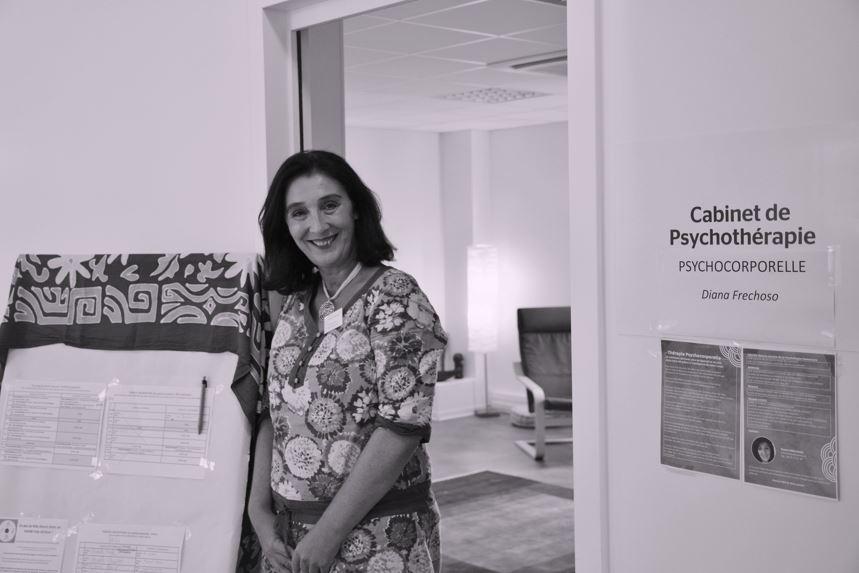 Diana Frechoso - psychopraticienne en thérapie psychocorporelle, propose un atelier pour relâcher les tesnions à l'Espace Attitude Sante